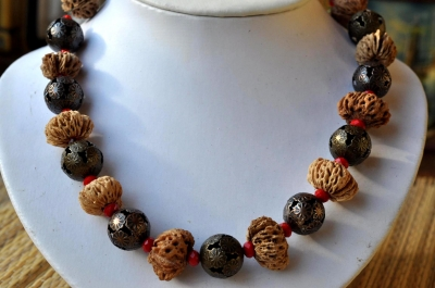 """Necklace """"Fig Peach"""""""